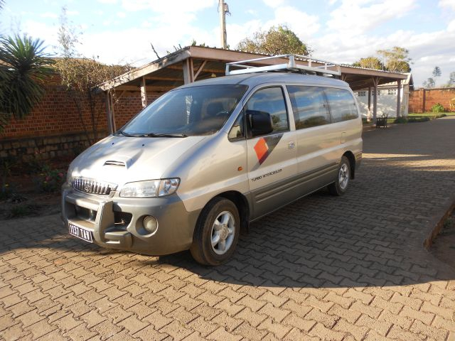 hyundai starex 9 places