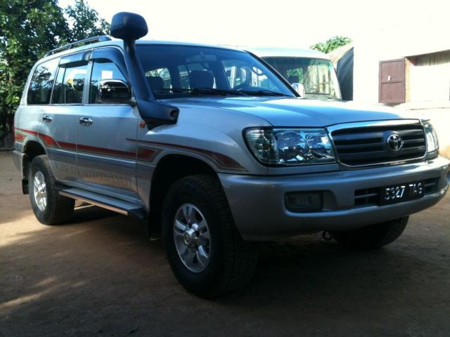 TOYOTA land cruiser 8 places