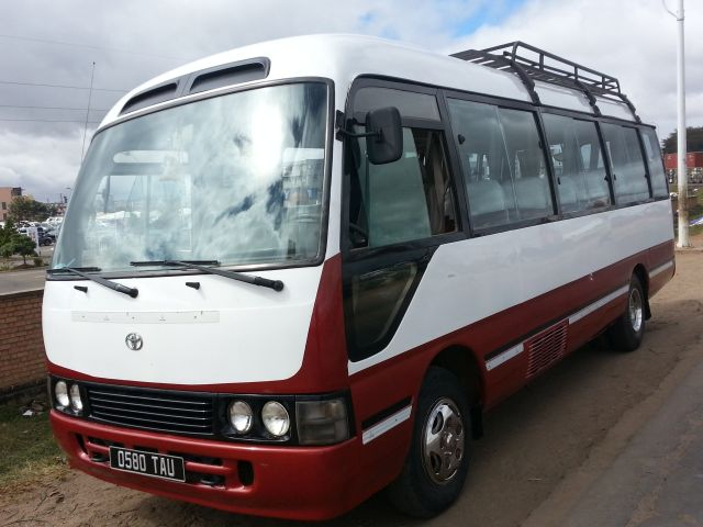 Bus toyota coaster 23 places